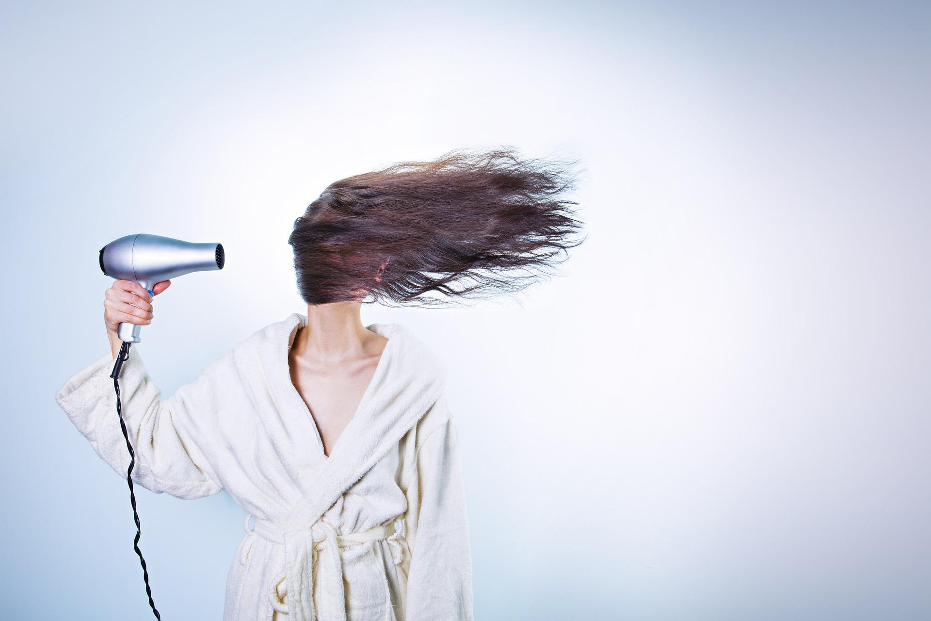 TRI GREŠKE Ove navike uništavaju izgled vaše kose